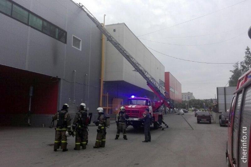 Первопричиной пожара вчереповецкомТЦ «Макси» стала ошибка подрядчика