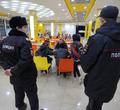 «Просто погулять сюда приходим»: полиция проверила подростков в«Июне»
