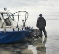 Череповецкие спасатели вытащили изледяной воды двоих рыбаков