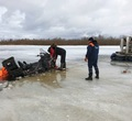 Под Череповцом провалились под лед два рыбака наснегоходе