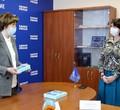 Сенатор Елена Авдеева передала школьникам три планшета для дистанционного обучения