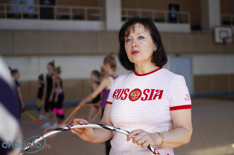 Девочки нудистки с тренером занимаются гимнастикой видео 2 фотография