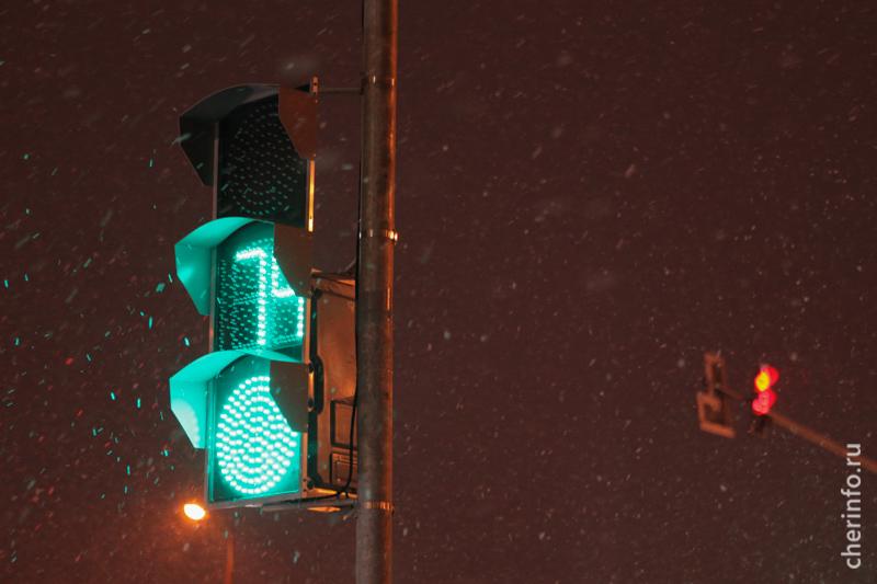 Наперекрестке Октябрьского проспекта иулицы Ленинградской натри часа отключат светофоры