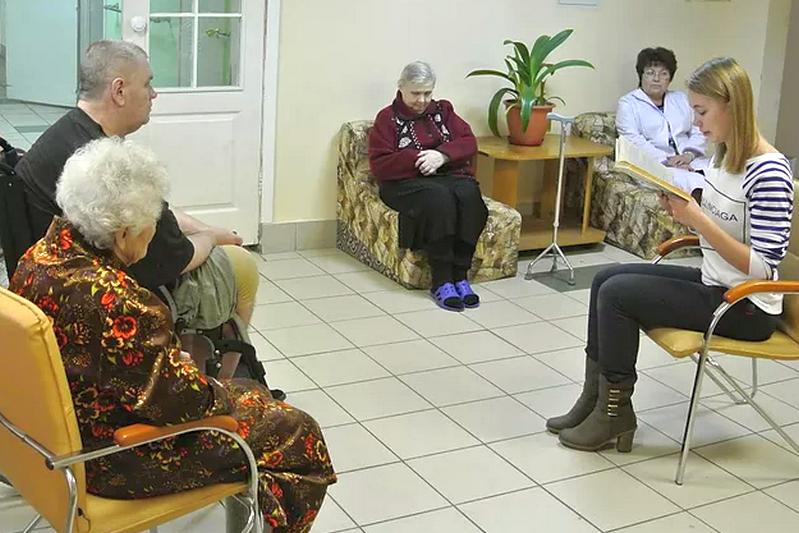 чем развлечь пожилых людей в центре социального обслуживания