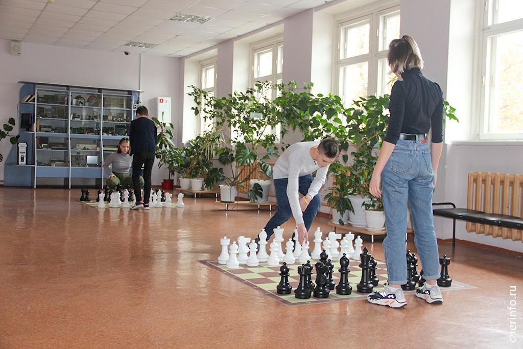Вместо телефонов лицеистам предлагают поиграть в шахматы