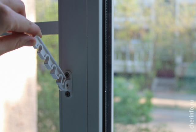 ВЧереповце родителям раздадут листовки обопасности открытых окон